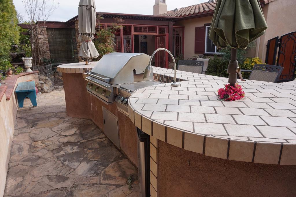 Dos Vientos Newbury Park custom outdoor BBQ kitchen with refrigerator