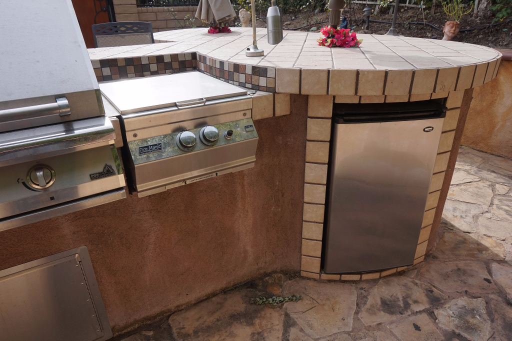 Dos Vientos Newbury Park custom outdoor BBQ kitchen with refrigerator storage