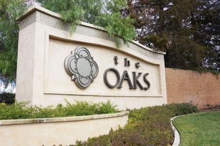 Custom commercial sign at oaks mall